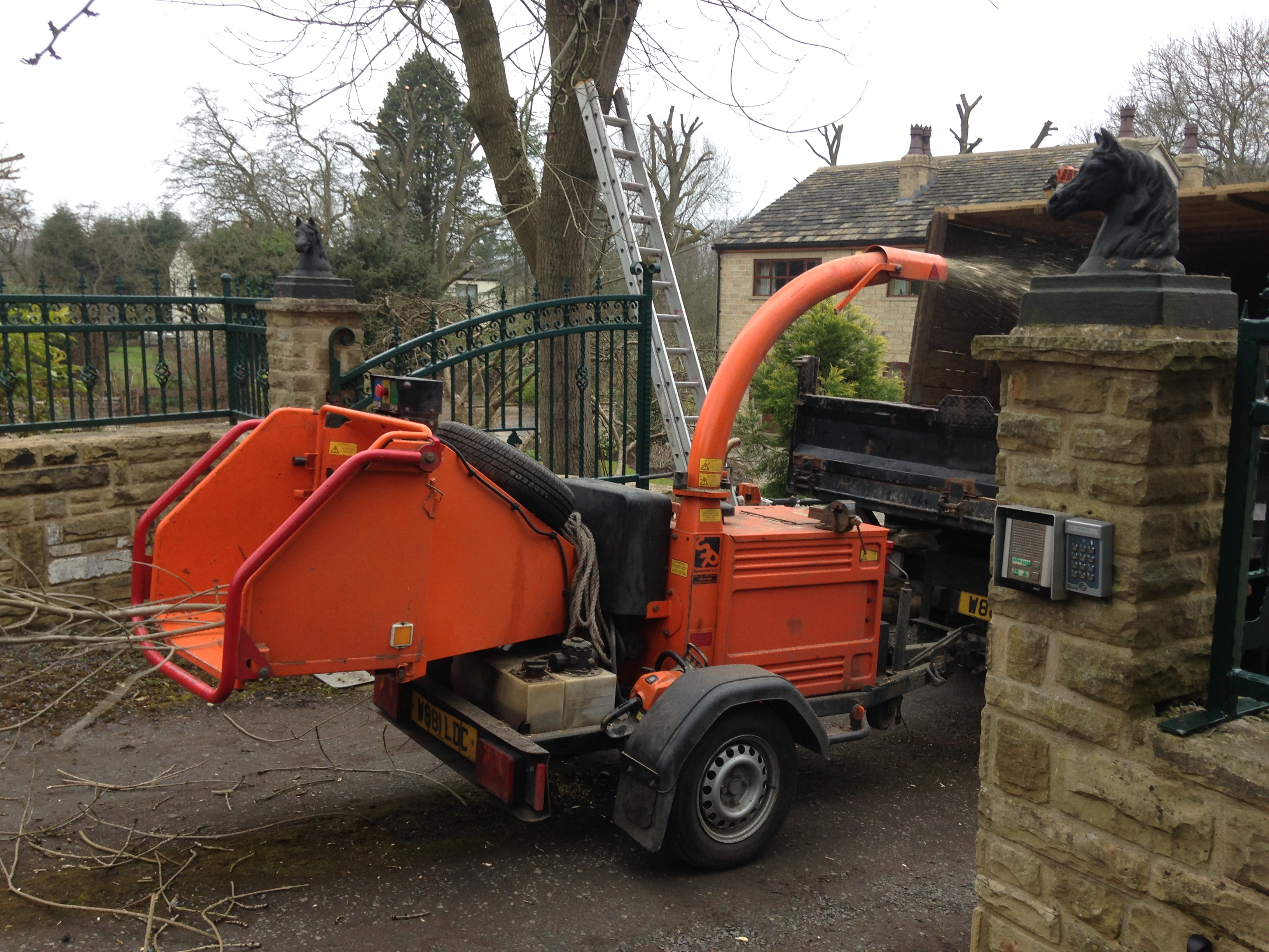 tree chipper ossett, wakefield and leeds | bradfordbrothers.co.uk